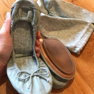 Gap leather sage travel flats/incl bag. Size 8